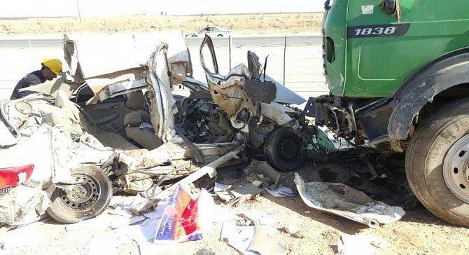 اصطدام شاحنة بسيارة يتسبب في مصرع 3 في السعودية