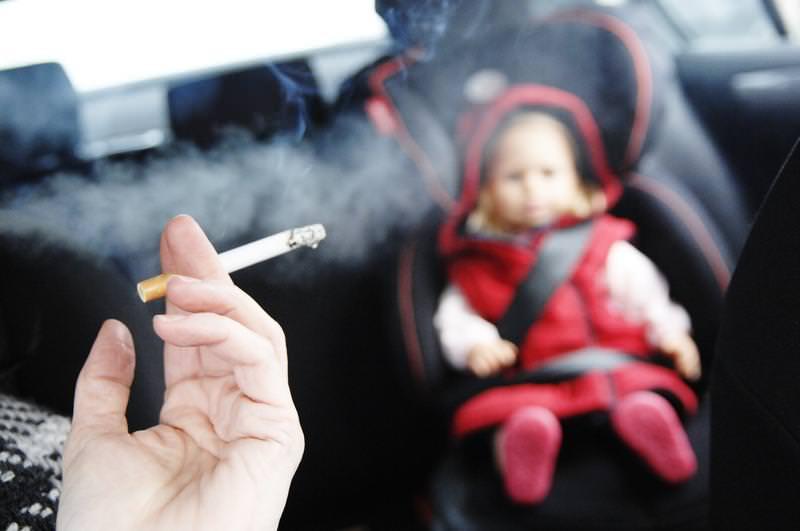 فرض غرامة على التدخين داخل سيارة يركبها الأطفال