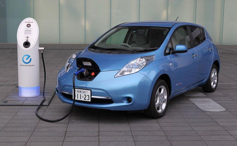 السيارات الكهربائية تخفض اسعار الوقود