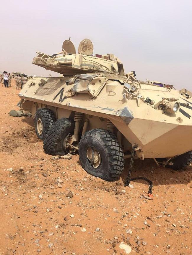 انقلاب شاحنة عسكرية تحمل مدرعتين في السعودية