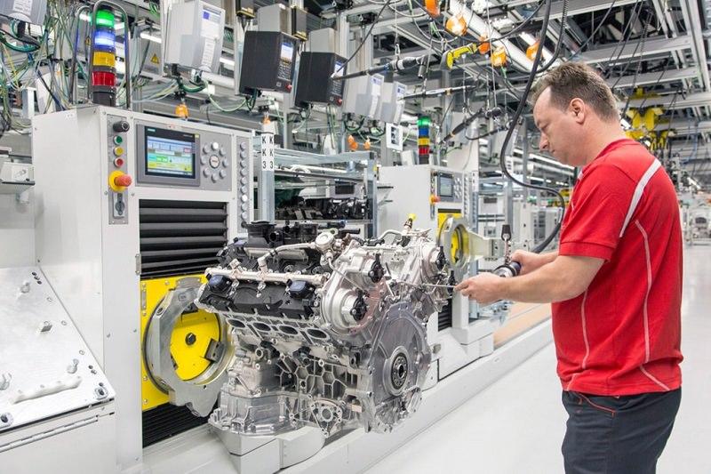 هكذا تصنع بورش محركاتها الـ V8