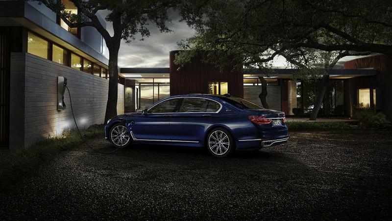 BMW 7 Series بنسخة الـ 100 عام تملك شيئاً غير متوقع