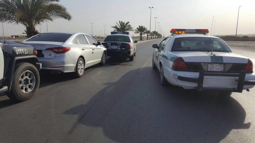 تحطم سيارة مفحط والقبض عليه بعد مطاردة للشرطة السعودية