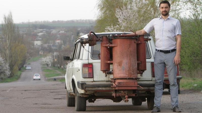 تعديل السيارات لتعمل على الحطب لمواجهة ارتفاع اسعار البنزين
