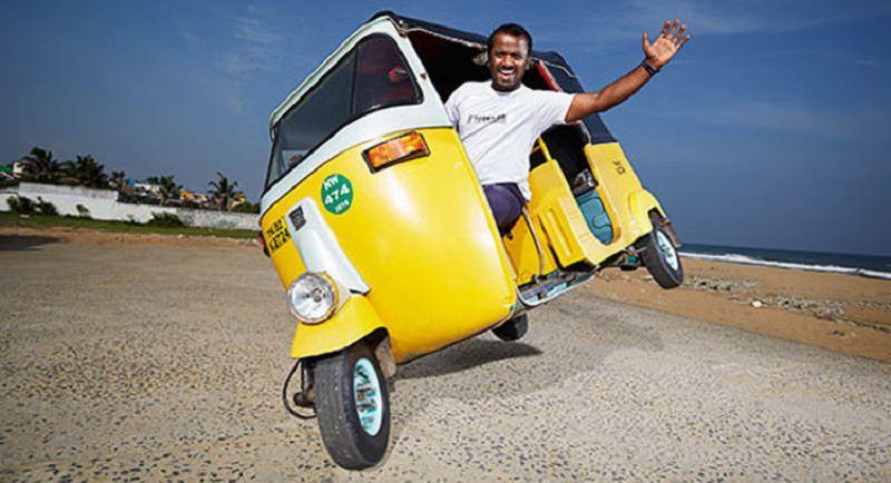 هندي يسجل رقماً قياسياً في غينيس على متن توك توك