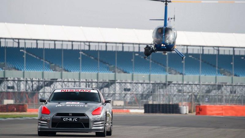 سيارة GTR تسير بسرعة 210 كم بدون وجود أي شخص بداخلها
