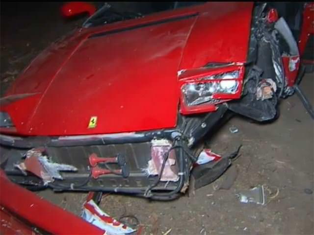 سائق يحطم فيراري 348 بعد شرائها بأسبوع