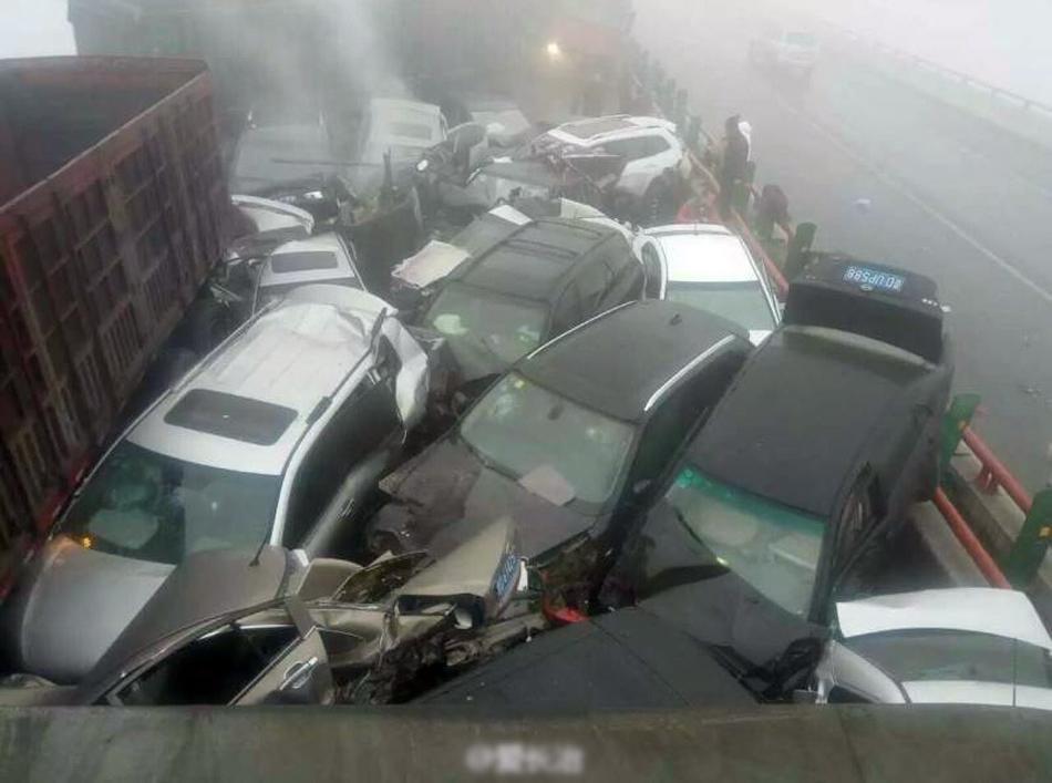 حادث 33 سيارة يسفر عن وفاة 6 اشخاص في الصين