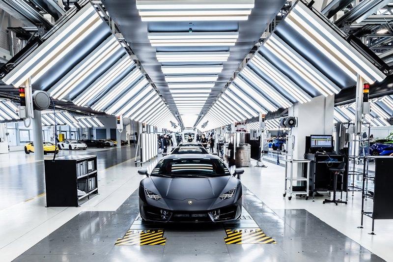 جولة داخل مصنع لمبرجيني بعد أن أصبح جاهزاً لصنع سيارة رخيصة