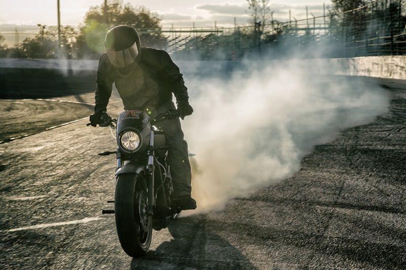 سائق هذه الدراجة حطم الرقم القياسي لأطول Burnout في العالم