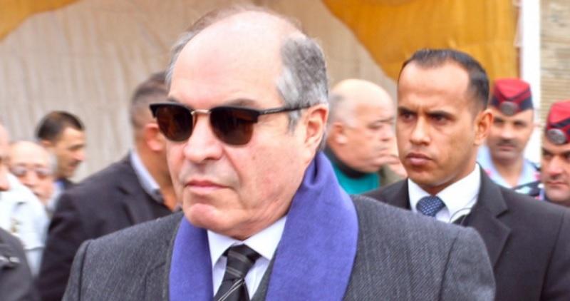 رئيس الوزراء الأردني يضبط تلاعبا أثناء شرائه بطارية لسيارته متخفيا