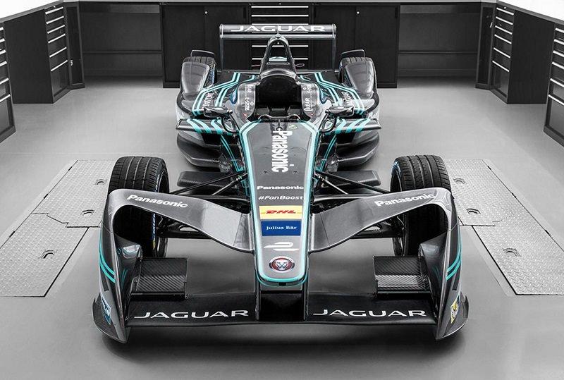 سيارة سباق جاكوار 2016