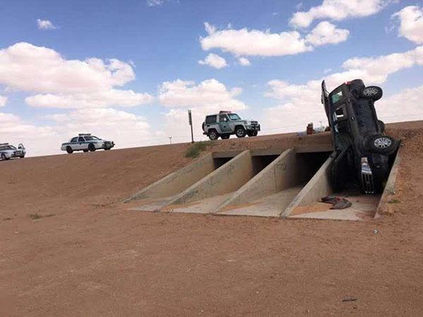 سيارة فورد تسقط في عبارة بالسعودية