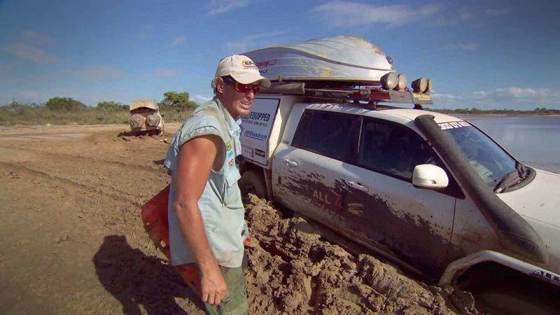 أسوأ عملية إنقاذ لسيارة غرزت في الوحل 