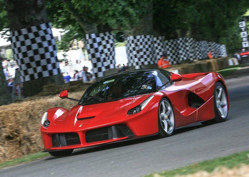 بطل العالم مرتين في الفورمولا 1 يشتري سيارة غير متوقعة