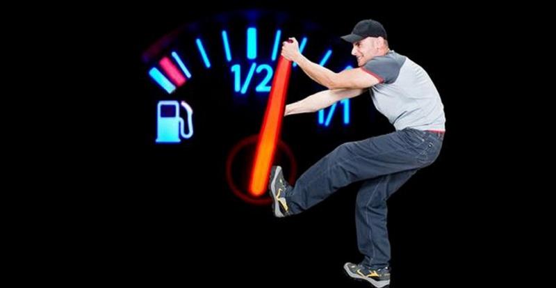 كيف تخفض استهلاك سيارتك للوقود بسلوكيات بسيطة