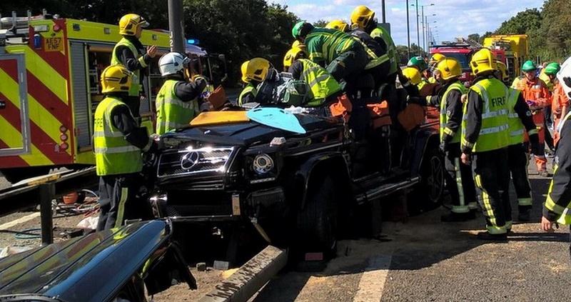 لاعب كرة قدم مشهور يتعرض لحادث مروع بمرسيدس G63 AMG