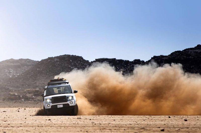 لاند روفر تكشف عراقة مدائن صالح في السعودية