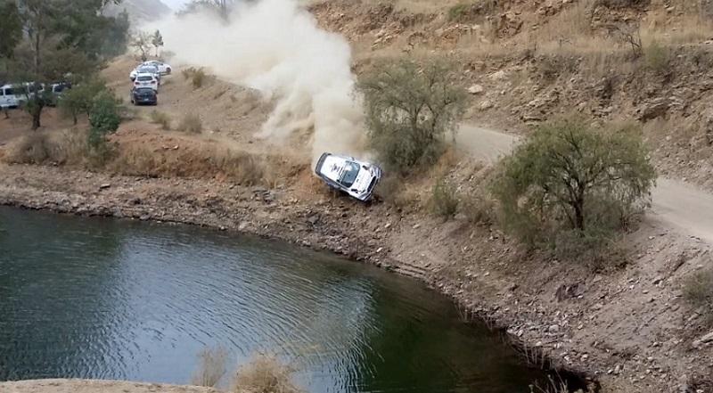 فورد فيستا تسقط في بحيرة خلال رالي المكسيك