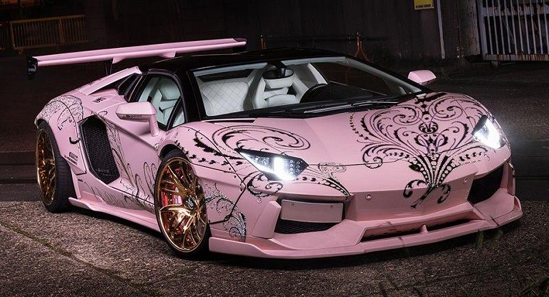 سيارتا لمبرجيني افينتادور بتعديل خاص للفتيات