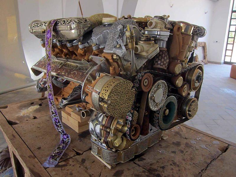 محرك مرسيدس V12 مصنوع يدوياً من الأخشاب والصلصال