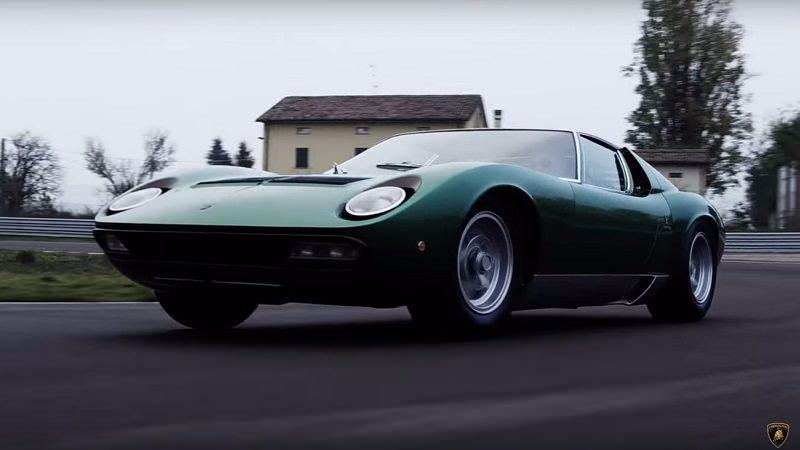 هكذا تستعرض سيارة لمبرجيني موديل 1971 سرعتها