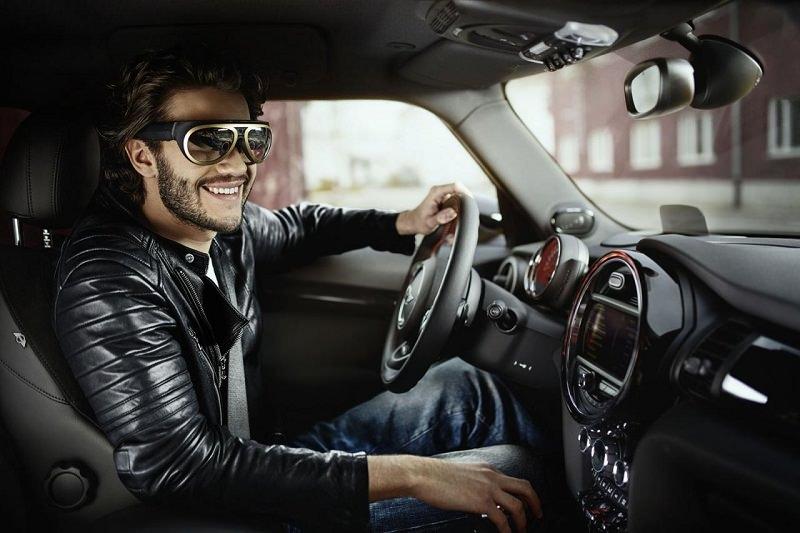 نظارات ميني الجديدة تساعد السائقين على القيادة