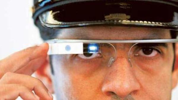 شرطة دبي تعتزم استخدام نظارة جوجل لرصد المخالفات