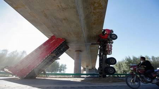 10 من أغرب حوادث الشاحنات في العالم