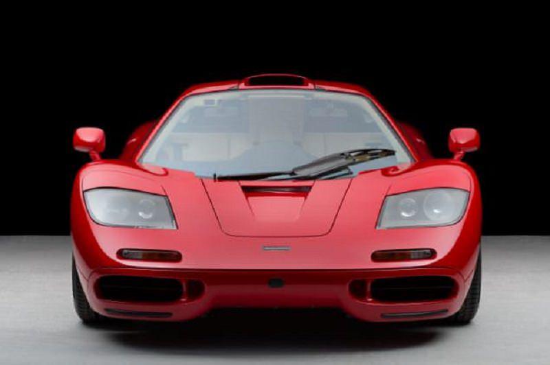بريطاني يدفع ثروة هائلة لشراء ماكلارين F1 حمراء