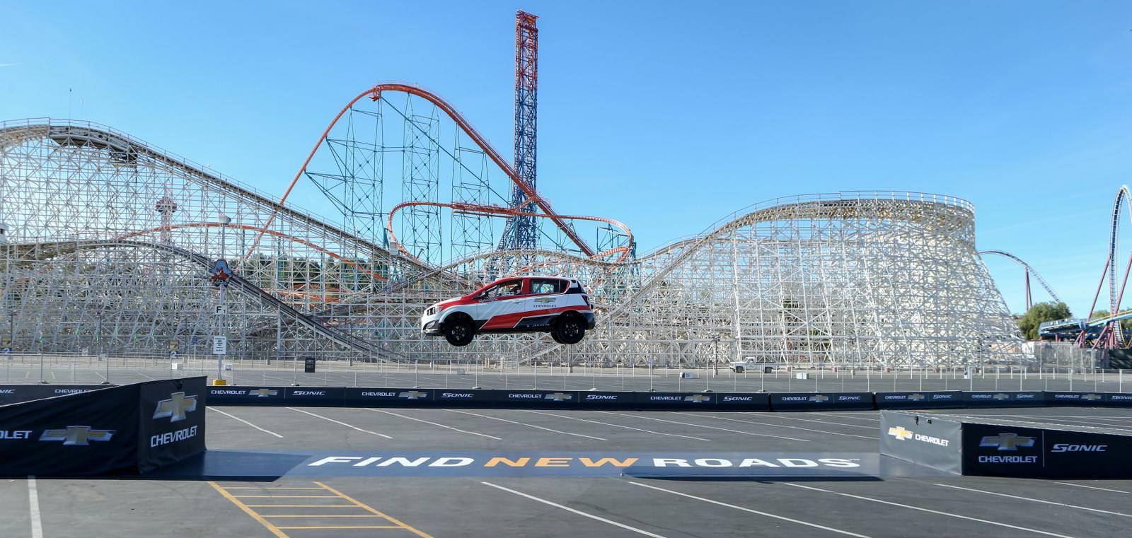 شيفروليه سونيك RS تسجل اطول قفزة خلفية في العالم