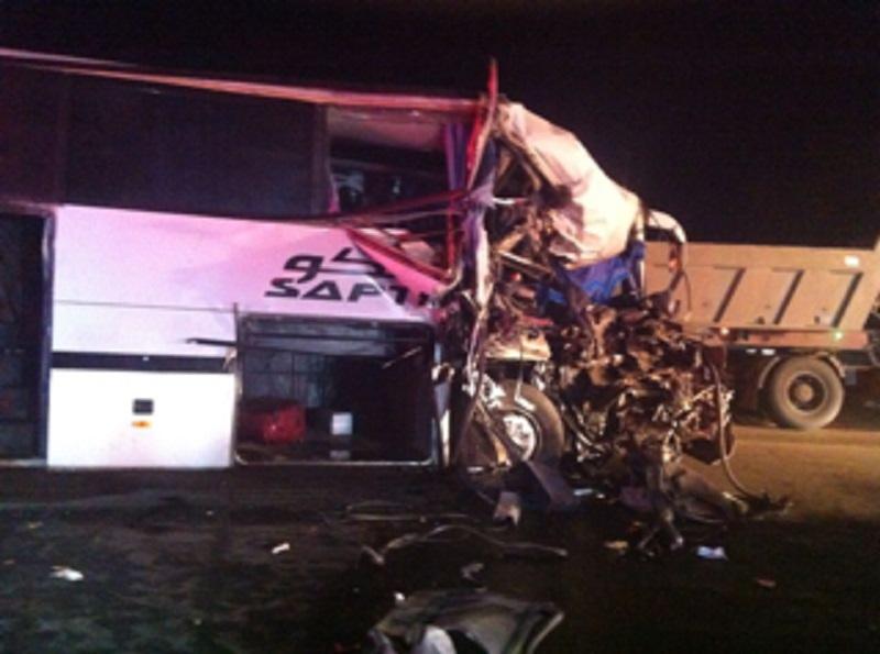 تصادم عنيف بين شاحنة وقود وحافلة في السعودية