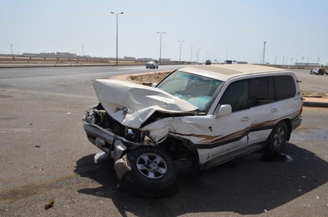 تقاطع الحوادث في السعودية يحطم سيارتي لاندكروزر