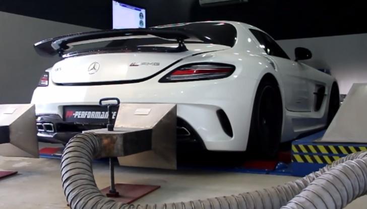 مرسيدس SLS AMG النسخة السوداء تقيس قوتها بعد التعديل