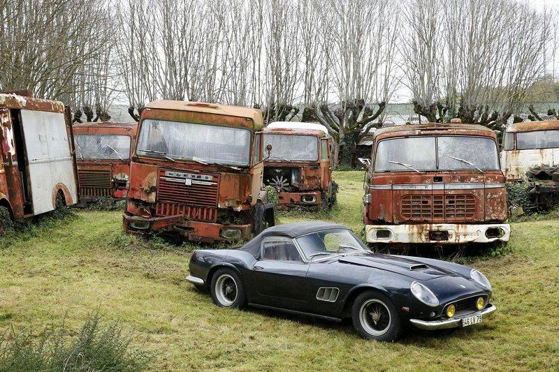 اكتشاف حظيرة فرنسية مهملة تحتوي على 100 سيارة كلاسيكية نادرة