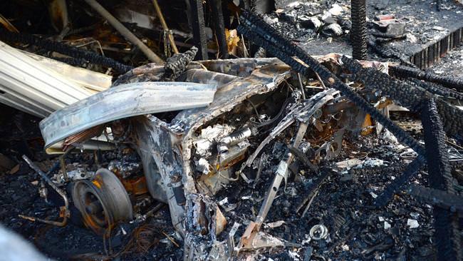 سيارة بنتلي كلاسيكية بثلاثة ملايين ريال تحترق بالكامل