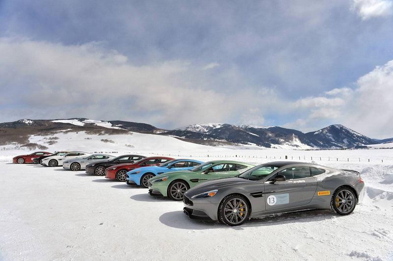 سيارات استون مارتن تتزلج على الثلج