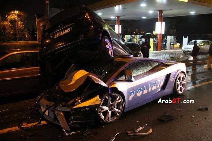 سيارة الشرطة الإيطالية لمبرجيني جالاردو تتحطم في حادث سير