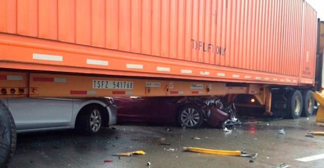 حادث تصادم جماعي ضم اكثر من 70 سيارة