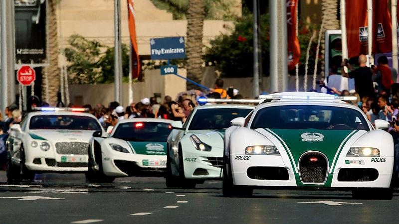 دبي تفتخر بامتلاكها اسرع اسطول شرطة في العالم