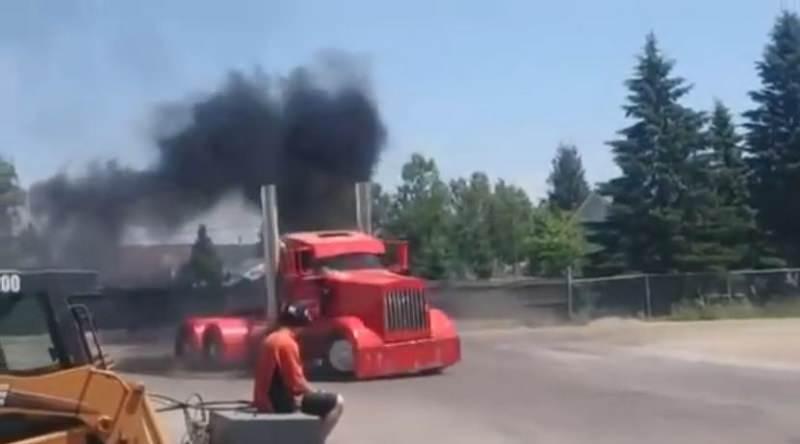 شاحنة ضخمة تصنع حلقات الدرفت بطريقة احترافية