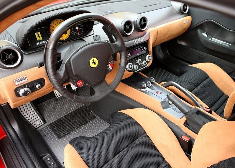 سيارة  فيراري 599 من الداخل