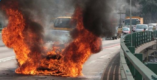 فيراري FF تحترق في هونج كونج