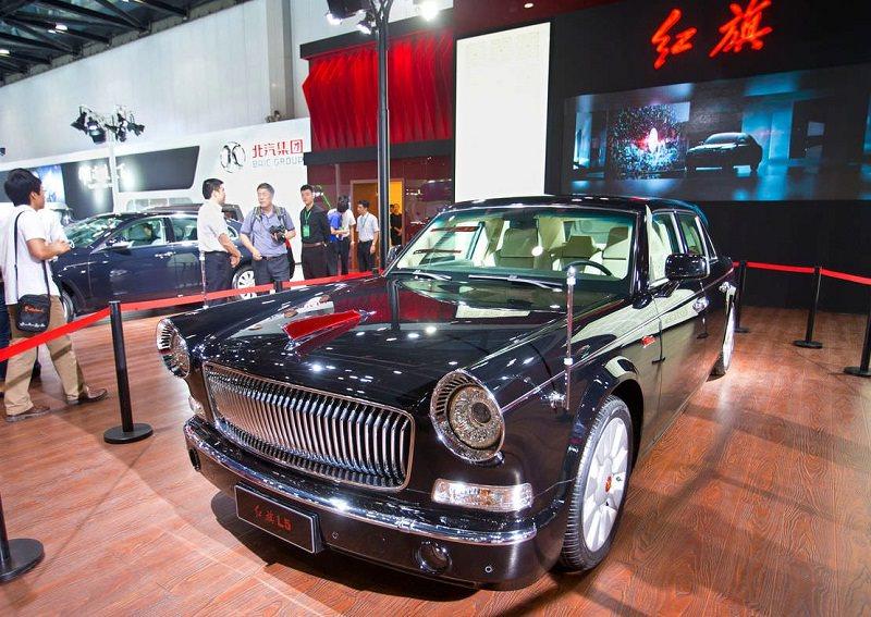 سيارة العلم الأحمر الصينية بثلاثة ملايين ريال