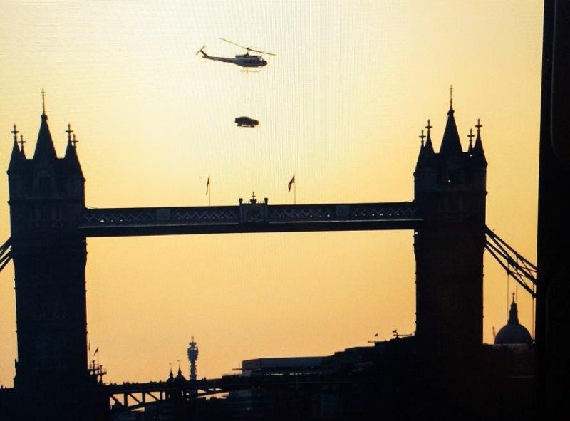 جاكوار XE تحلق فوق سماء لندن قبل الكشف عنها
