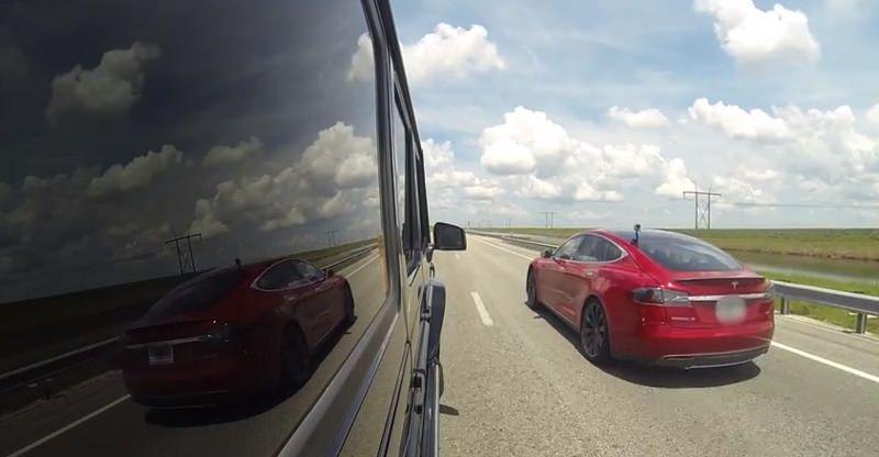 تسلا موديل S تسابق مرسيدس G63 AMG معدلة