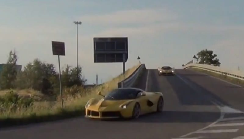 ثلاث سيارات لافيراري صفراء بقوة 2889 حصان تلعب معاً