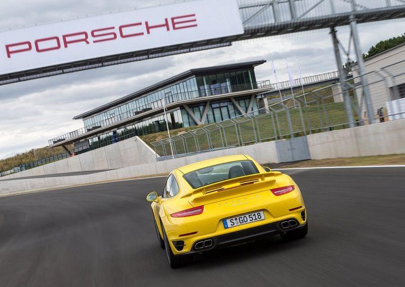 سيارات بورش 911 الجديدة تحصل على محركات أصغر مع تيربو
