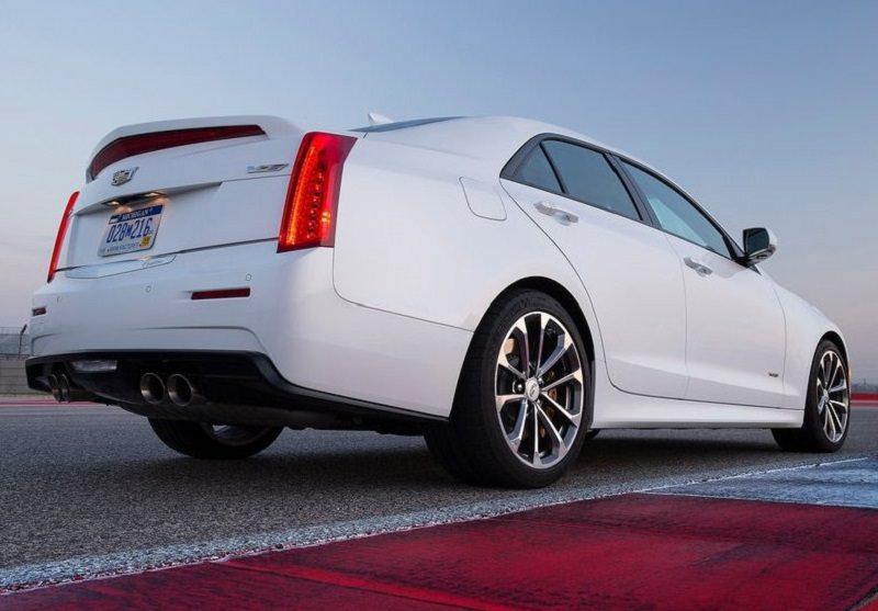 سيارة كاديلاك ATS-V 2016 الجديدة.jpg
