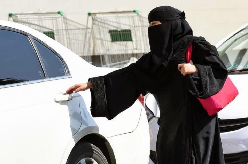 قيادة المرأة ممنوعة في السعودية_0.jpg